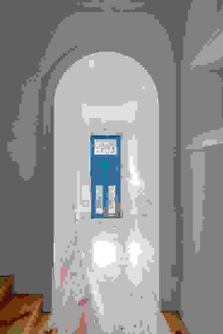 D. João IV Corredores, halls e escadas minimalistas por Pedro Ferreira Architecture Studio Lda Minimalista Madeira Acabamento em madeira