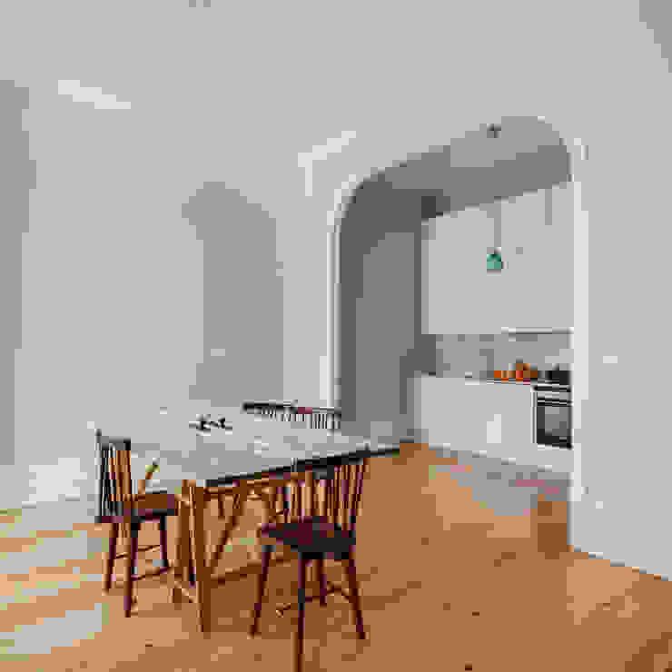 Minimalist kitchen by Pedro Ferreira Architecture Studio Lda Minimalist
