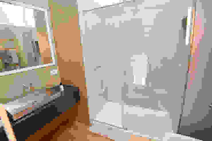 Moderne badkamers van Studio Fori Modern