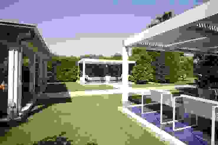 Jardines de estilo moderno de studioSAL_14 Moderno