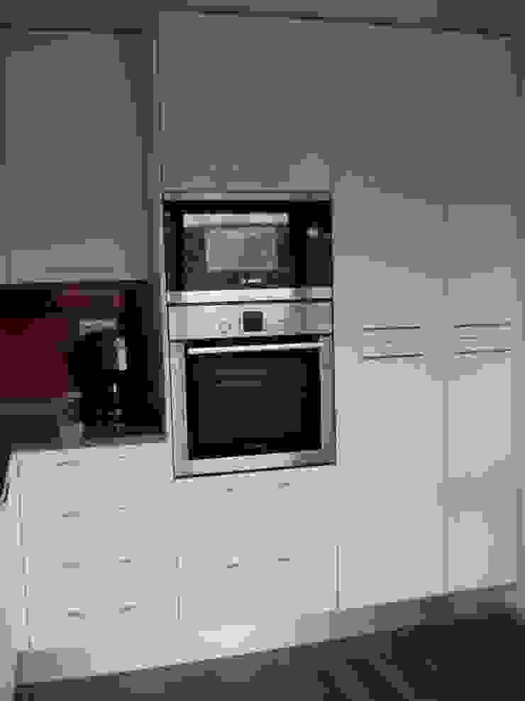 Remodelação de Cozinha - Apartamento por ARCUCINE - Cozinhas e Equipamentos, Lda Moderno MDF