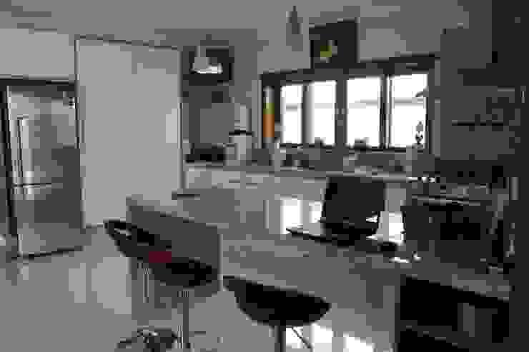 Cocinas de estilo moderno de Lozí - Projeto e Obra Moderno