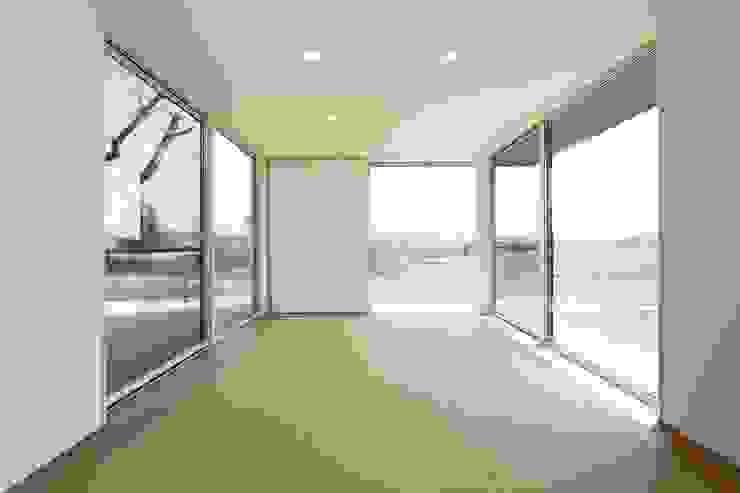 桜を眺める家 モダンな 家 の TKD-ARCHITECT モダン