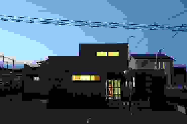 中土間のある空間 モダンな 家 の TKD-ARCHITECT モダン