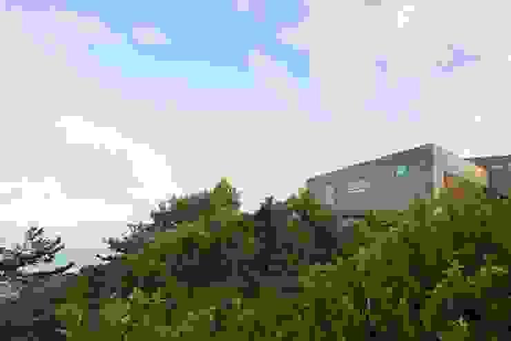 海にくらす モダンな 家 の TKD-ARCHITECT モダン