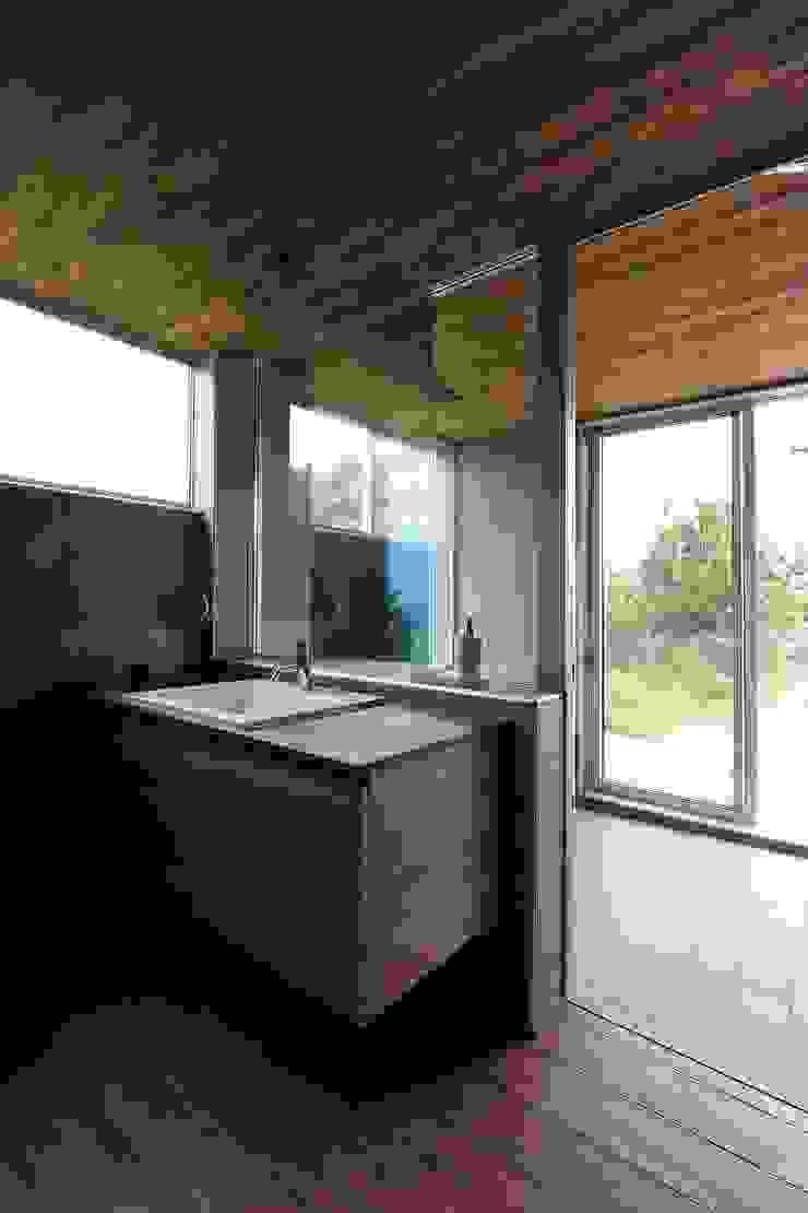 海にくらす モダンスタイルの お風呂 の TKD-ARCHITECT モダン