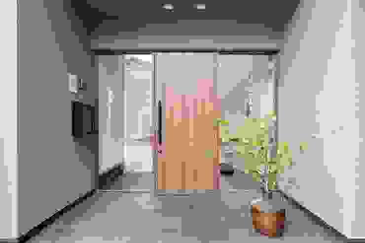 海にくらす モダンスタイルの 玄関&廊下&階段 の TKD-ARCHITECT モダン