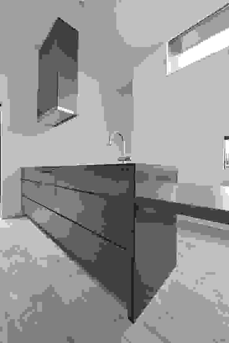 「 Real & Simple 」という家 モダンな キッチン の TKD-ARCHITECT モダン