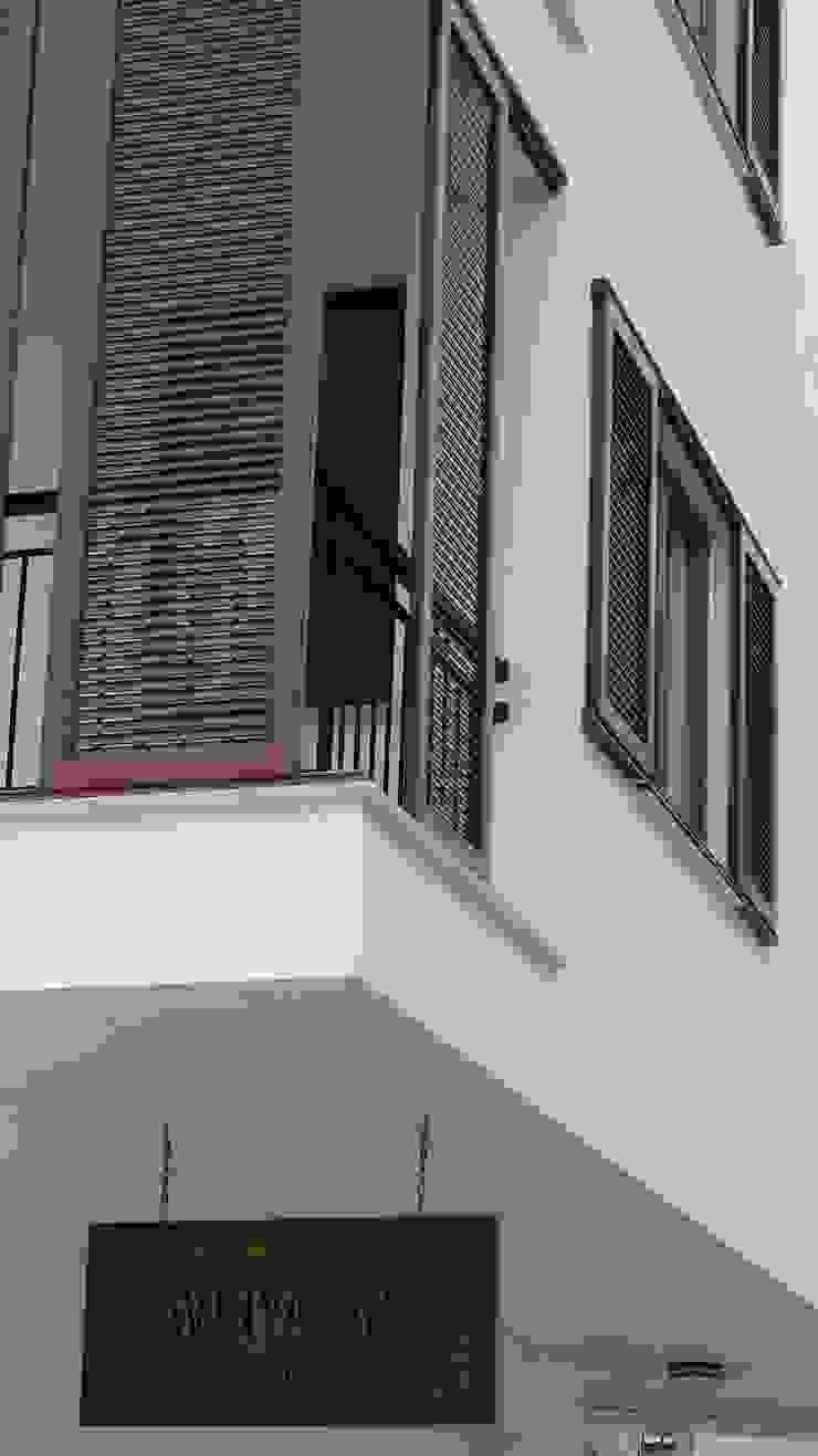 Lavinya Apartmanı Modern Duvar & Zemin yücel partners Modern Ahşap Ahşap rengi