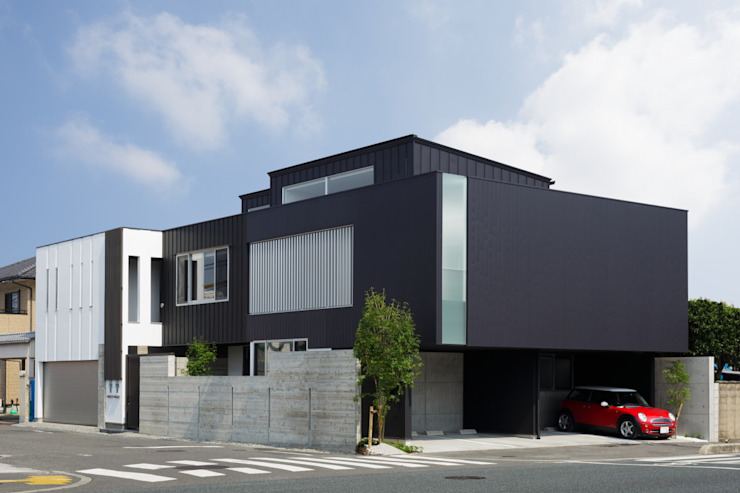 VERTICAL HOUSE (縦格子の家) オリジナルな 家 の MITSUTOSHI OKAMOTO ARCHITECT OFFICE 岡本光利一級建築士事務所 オリジナル 鉄/鋼