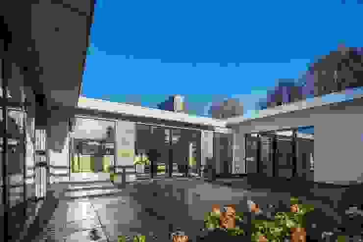 Casas modernas por Van der Schoot Architecten bv BNA Moderno Vidro