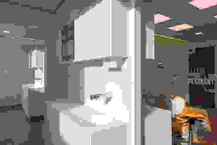 Dental Friends Moderne gezondheidscentra van Van der Schoot Architecten bv BNA Modern Kunststof