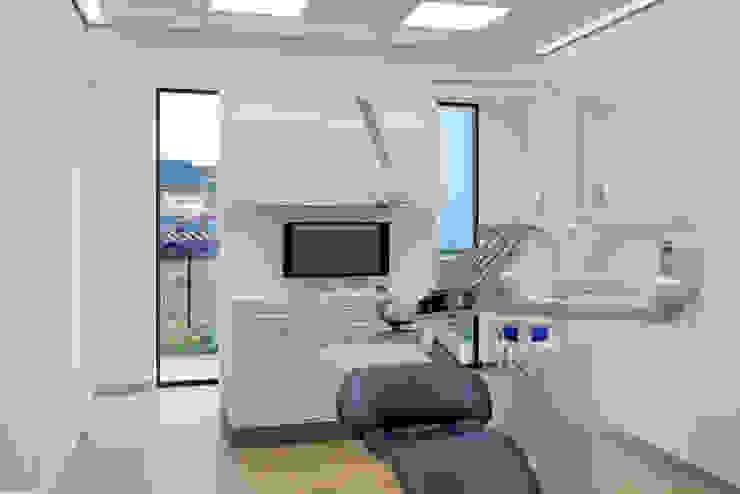 Dental Friends Moderne gezondheidscentra van Van der Schoot Architecten bv BNA Modern Hout Hout