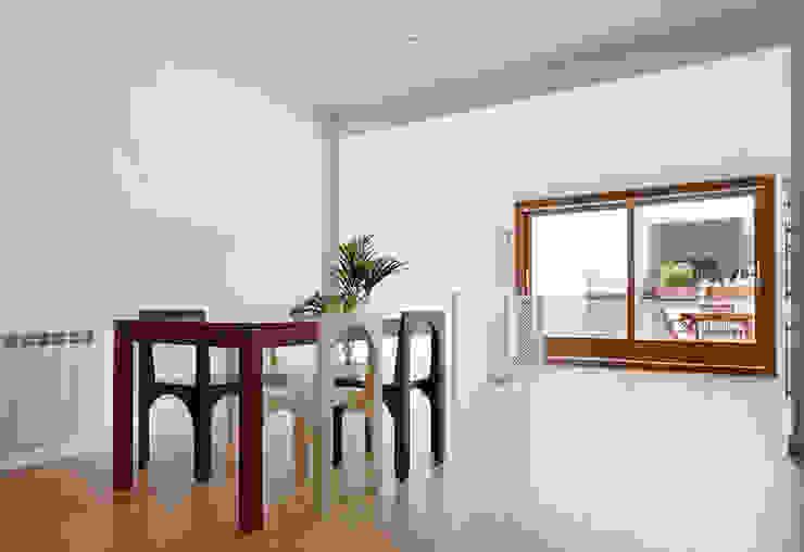 Salas de jantar minimalistas por Vallribera Arquitectes Minimalista