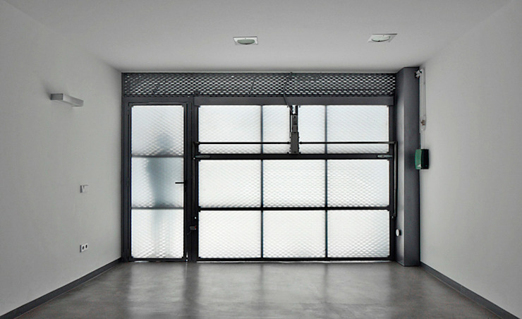 Minimalist garage/shed by Vallribera Arquitectes Minimalist