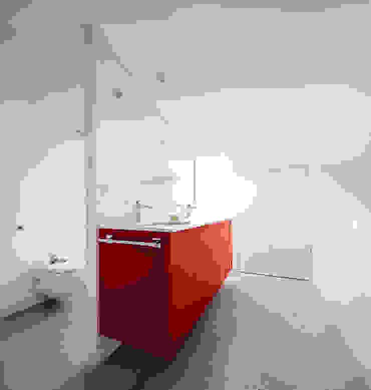 Minimalist style bathroom by Vallribera Arquitectes Minimalist