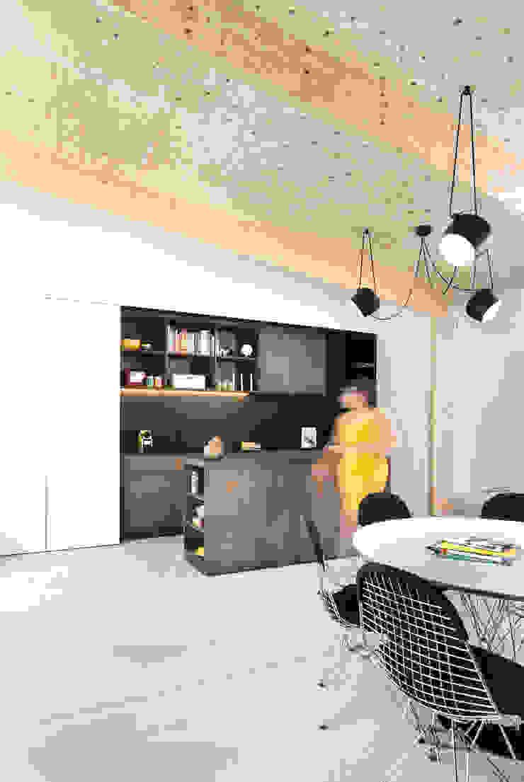 Interieur en tuin doorzonwoning Moderne woonkamers van studio k interieur en landschapsarchitecten Modern