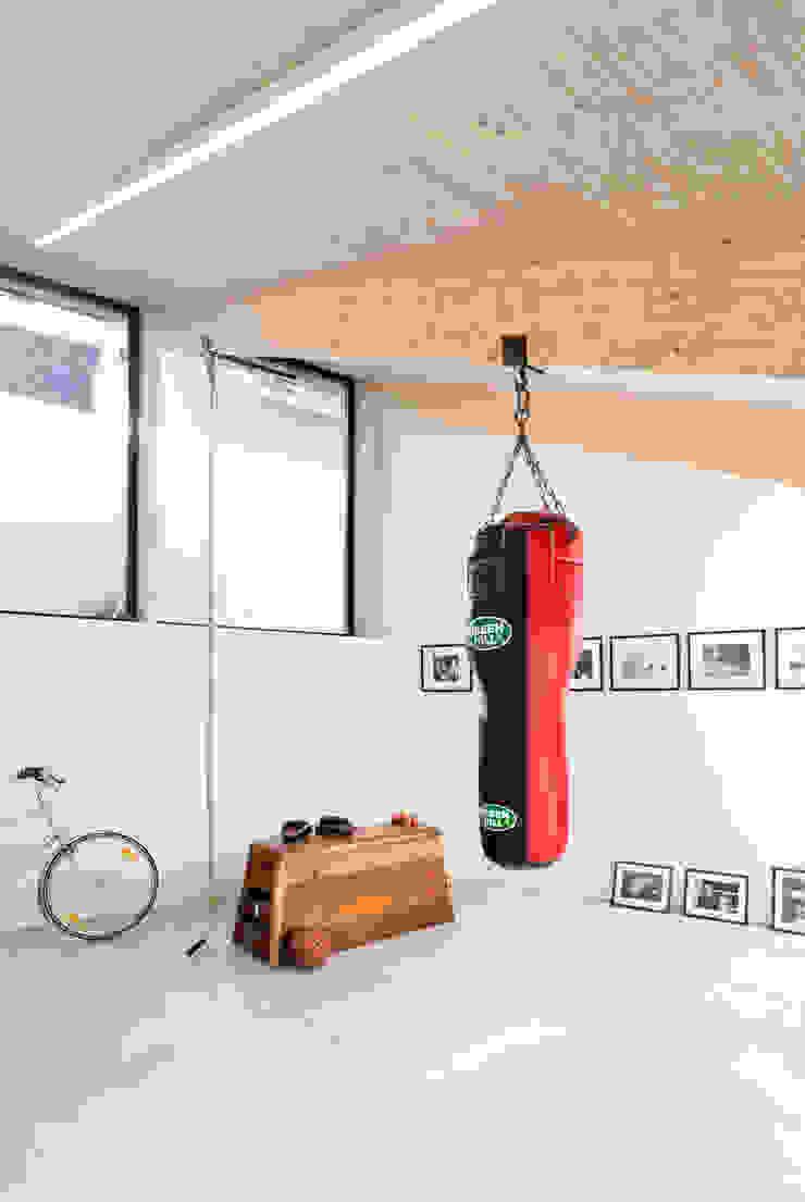 Interieur en tuin doorzonwoning Moderne fitnessruimtes van studio k interieur en landschapsarchitecten Modern