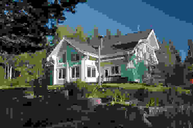 Загородный дом из клееного бруса Дома в рустикальном стиле от Дмитрий Кругляк Рустикальный Дерево Эффект древесины