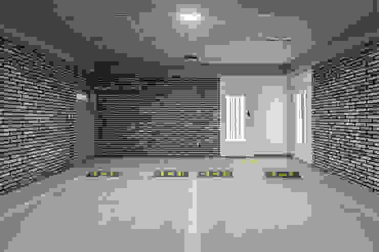 The Modern Square _용인 타운하우스 모던스타일 차고 / 창고 by 지오아키텍처 모던