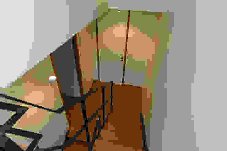 Will GmbH Modern Corridor, Hallway and Staircase Wood White