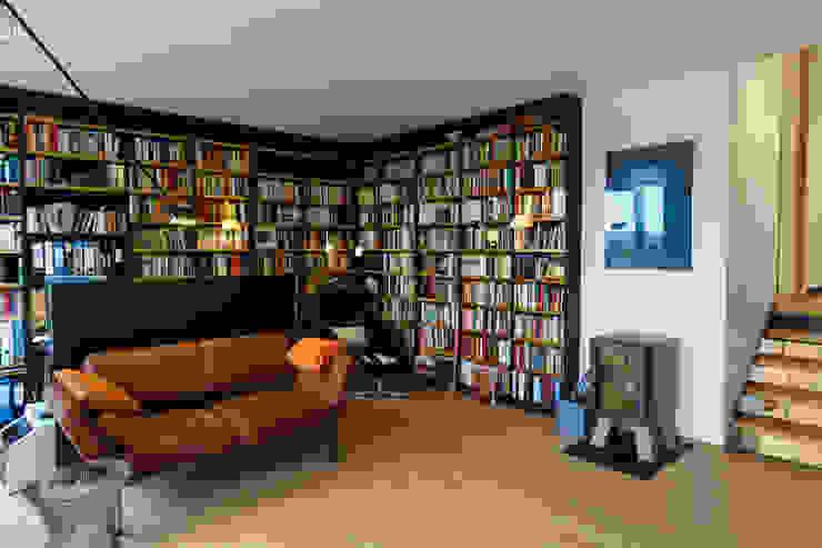 Estudios y despachos de estilo moderno de Will Bau & Bad Moderno Madera Acabado en madera