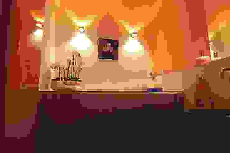 Will GmbH Eclectic style bathroom Wood Orange