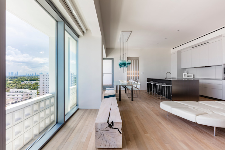 ​A Pied-à-terre in Miami Beach, by Alessandro Isola Гостиная в стиле модерн от Alessandro Isola Ltd Модерн