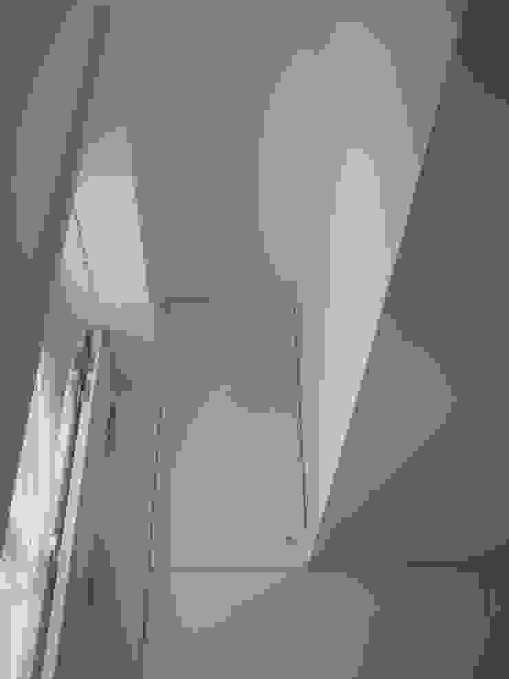 House – Arco do Cego, Lisbon Closets modernos por QFProjectbuilding, Unipessoal Lda Moderno