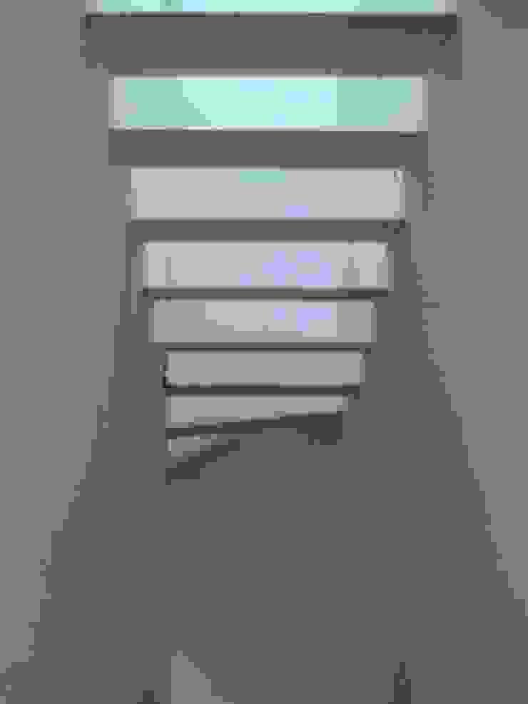 House – Arco do Cego, Lisbon Corredores, halls e escadas modernos por QFProjectbuilding, Unipessoal Lda Moderno