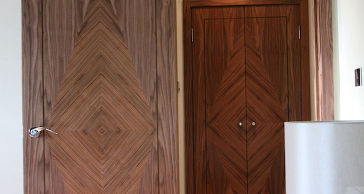 American black walnut inlayed doors by Evolution Panels & doors Modern لکڑی Wood effect