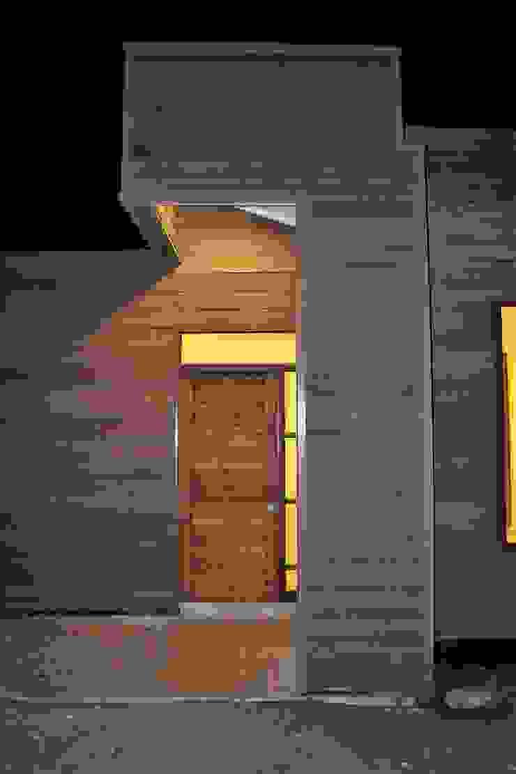 Vivienda unifamiliar mediterráneo de Casas Metal Mediterráneo Madera Acabado en madera