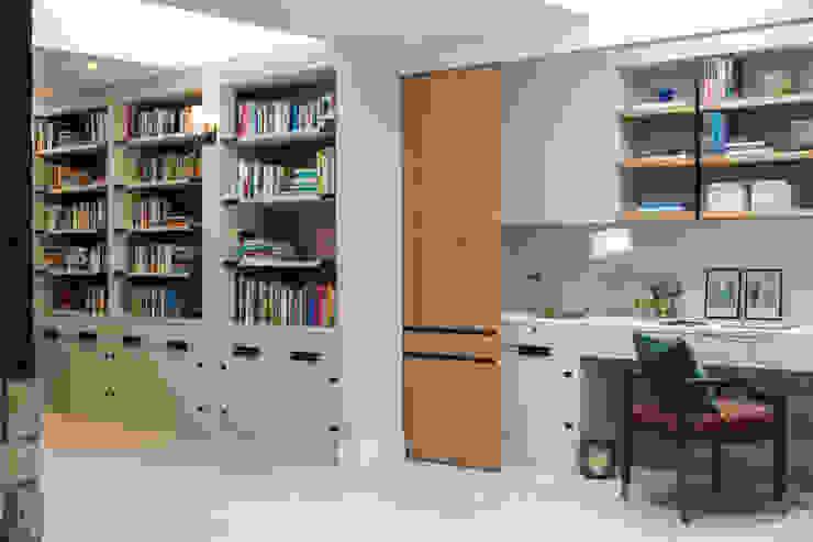 Richmond - Home Office / work area Roselind Wilson Design Oficinas y bibliotecas de estilo moderno