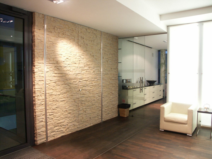 TotalStone es ideal para los ambientes de entornos tradicionales, vanguardistas e innovadores.: Salas / recibidores de estilo  por FORMICA Venezuela