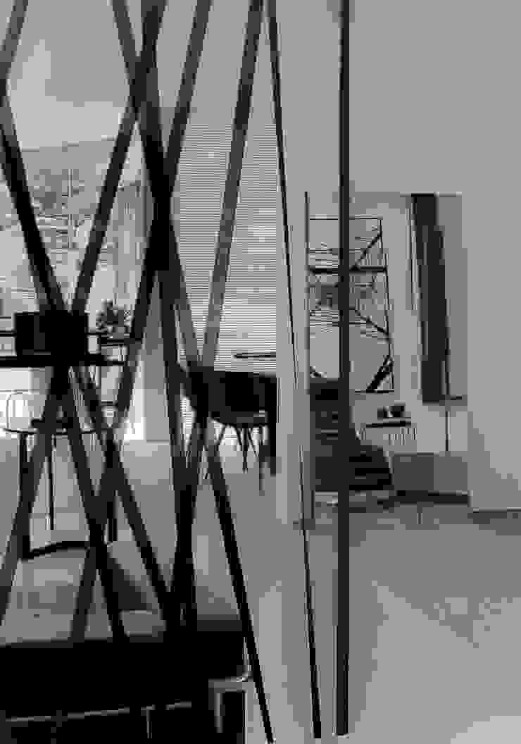 Livings de estilo minimalista de Sgabello Interiores Minimalista Derivados de madera Transparente