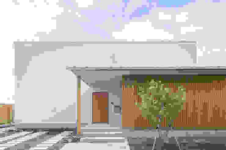 正面外観 モダンな 家 の 加藤淳一級建築士事務所 モダン