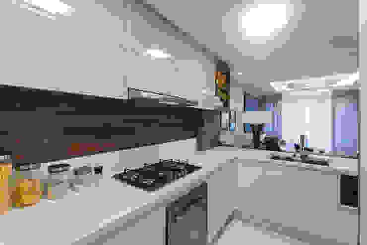مطبخ تنفيذ Juliana Agner Arquitetura e Interiores, حداثي