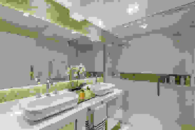 حمام تنفيذ Juliana Agner Arquitetura e Interiores, حداثي
