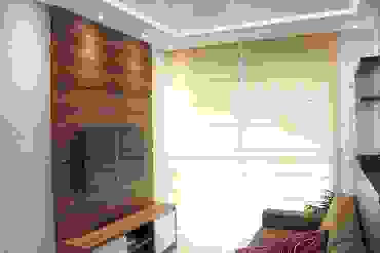 Salas de estilo moderno de Concept Engenharia + Design Moderno Tablero DM