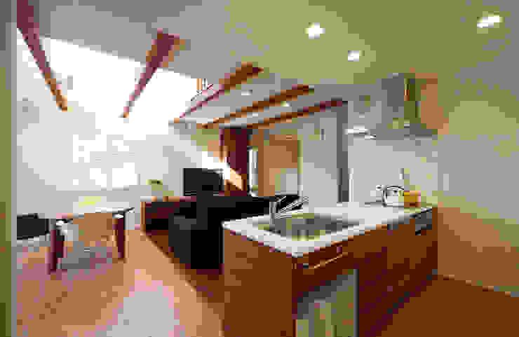 オープンキッチン モダンデザインの リビング の シーズ・アーキスタディオ建築設計室 モダン