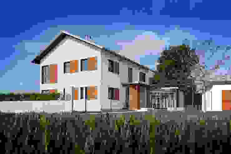 Puertas y ventanas de estilo clásico de Kneer GmbH, Fenster und Türen Clásico