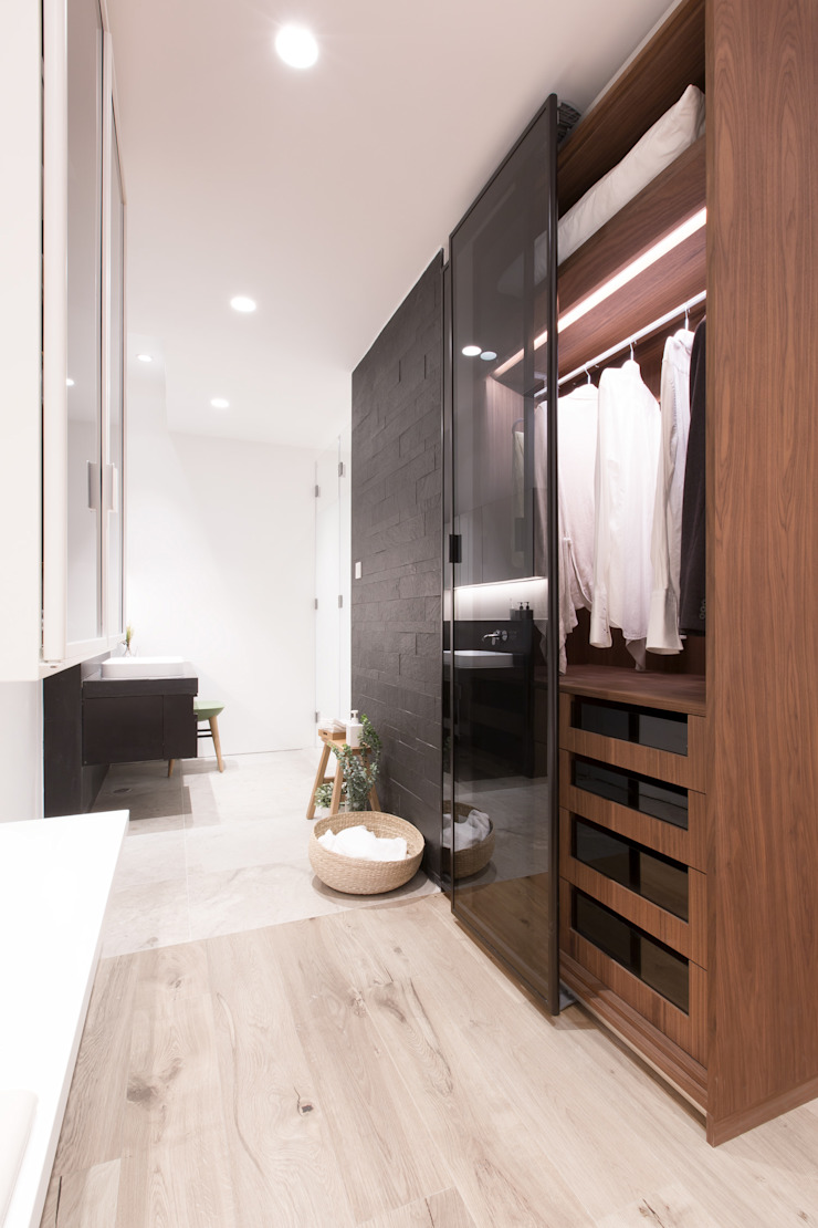 Dress up and Make up Minimalist style bathroom by Sensearchitects Limited Minimalist