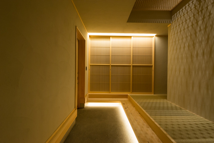 Pasillos, vestíbulos y escaleras de estilo moderno de 株式会社スタジオ・チッタ Studio Citta Moderno