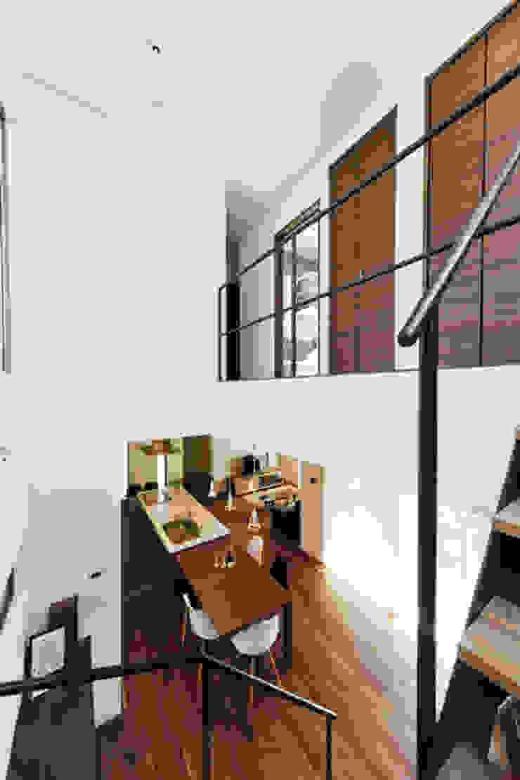 株式会社スタジオ・チッタ Studio Citta Modern corridor, hallway & stairs
