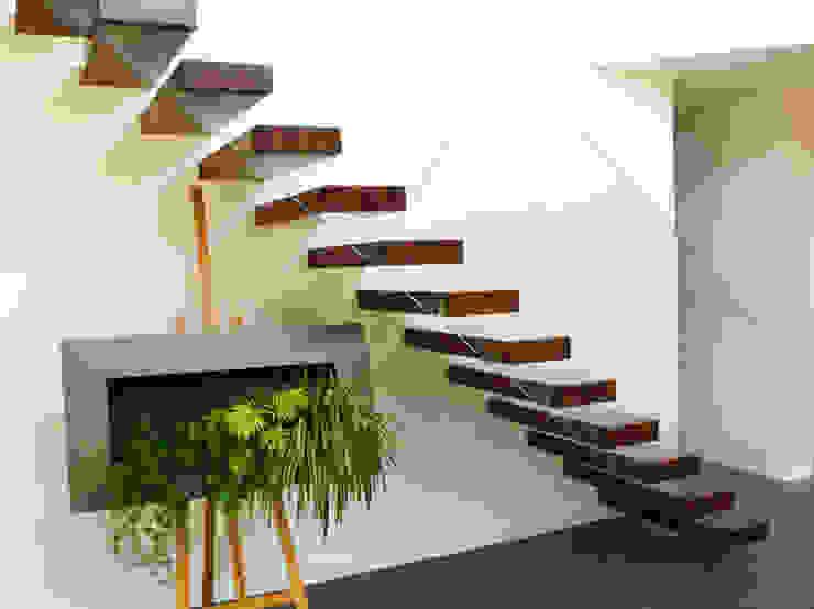 Escalier marche en porte à faux von Passion Escaliers | homify