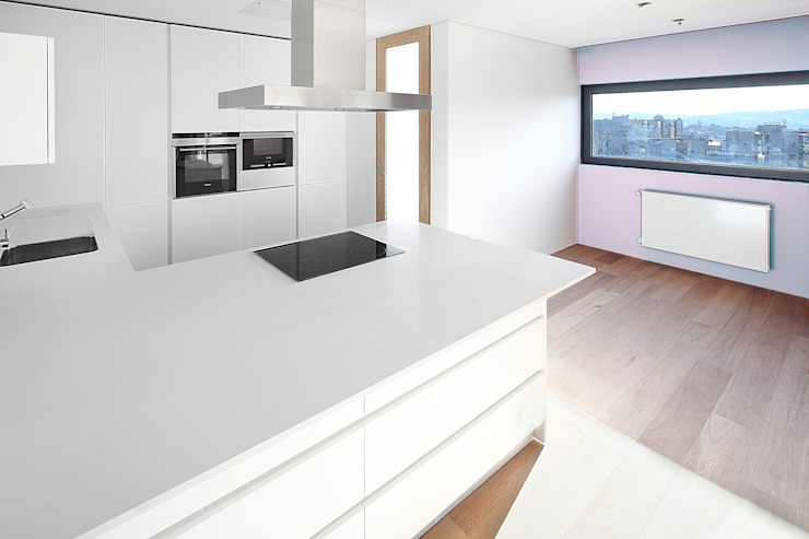 Edifício Rosário – Habitação Coletiva Moderne keukens van architektengroep roderveld Modern