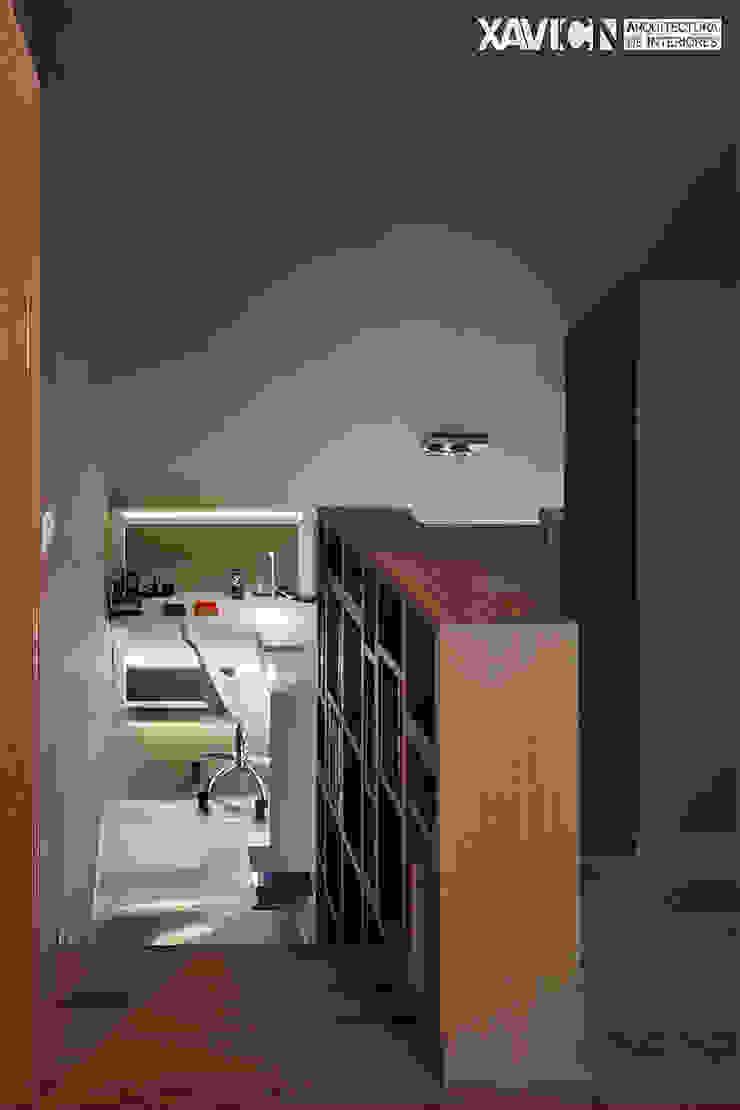 Piso Pitelos Estudios y despachos de estilo moderno de XaviCN Moderno Madera Acabado en madera