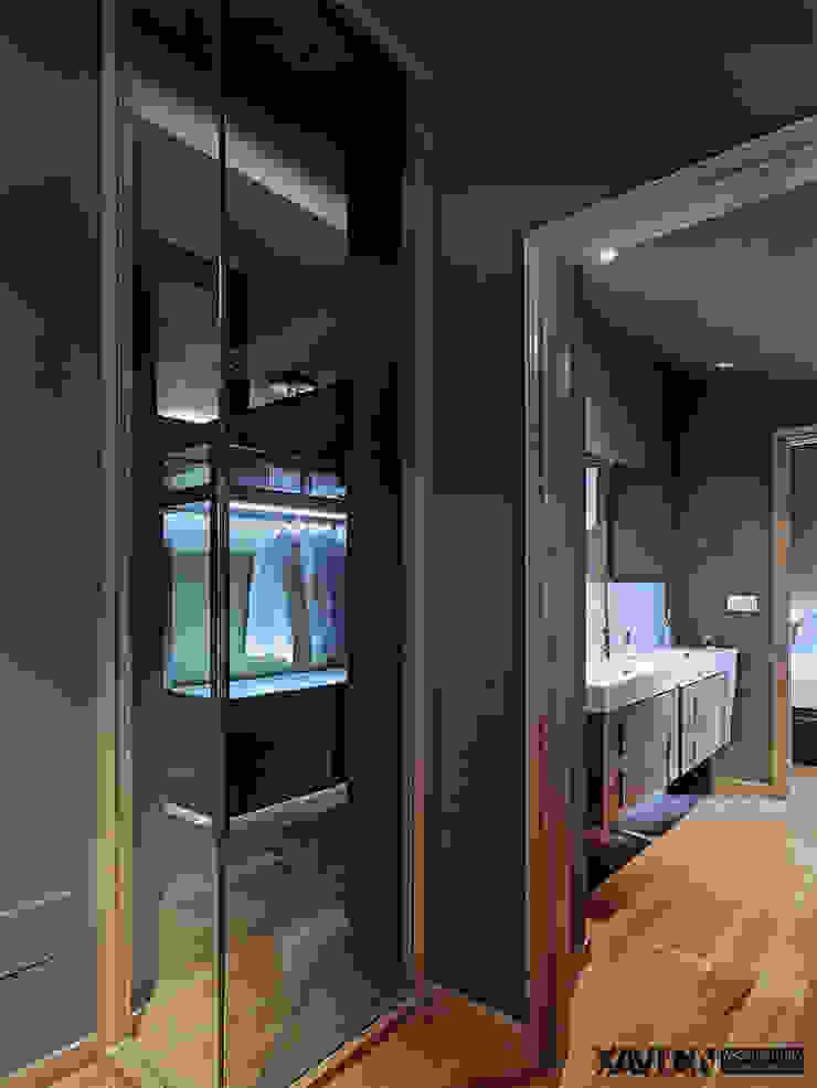 Piso Pitelos Pasillos, vestíbulos y escaleras de estilo moderno de XaviCN Moderno Vidrio