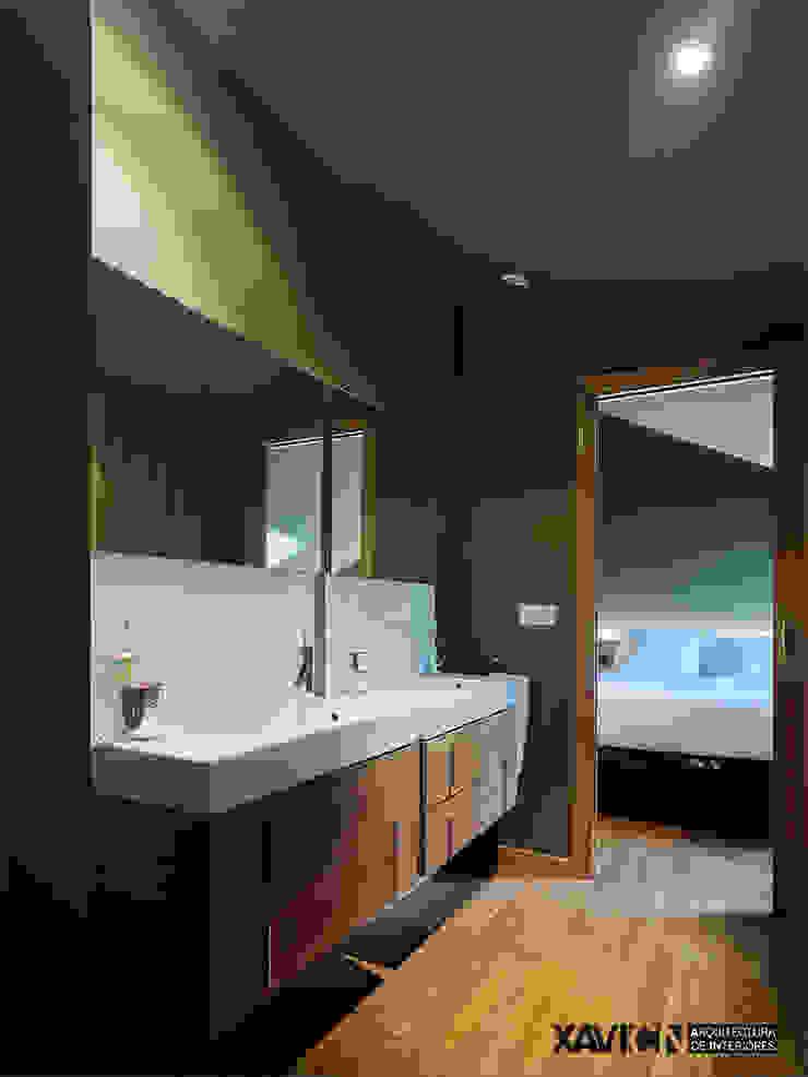 Piso Pitelos Baños de estilo moderno de XaviCN Moderno Madera Acabado en madera