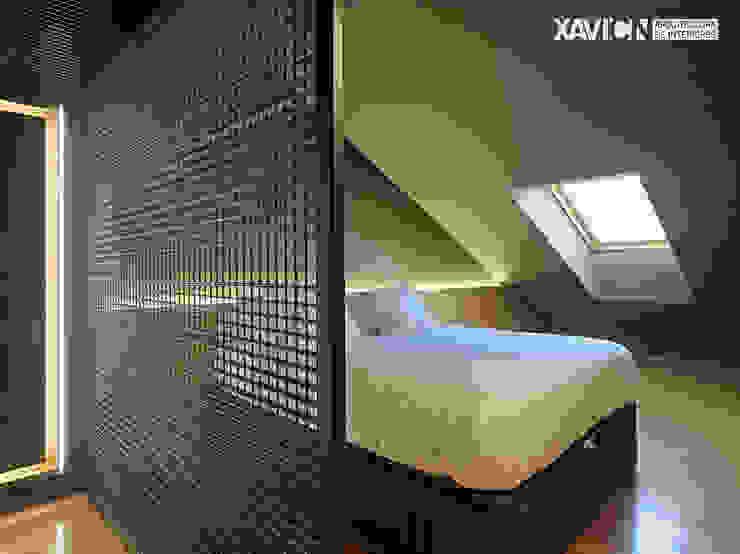 Piso Pitelos Dormitorios de estilo moderno de XaviCN Moderno Madera Acabado en madera